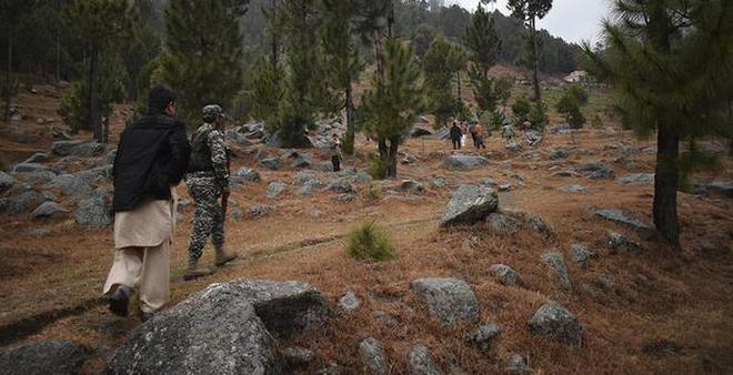The picture shows Pakistani troops visiting the site where Indian planes strike in Jaba near Balakot.