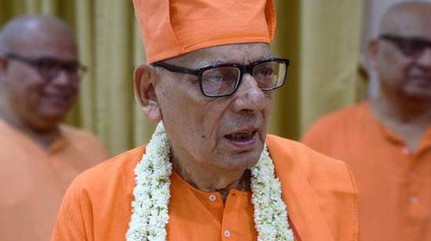 Naredra Modi, Mamata Banerjee condole death of Swami Shivamayananda