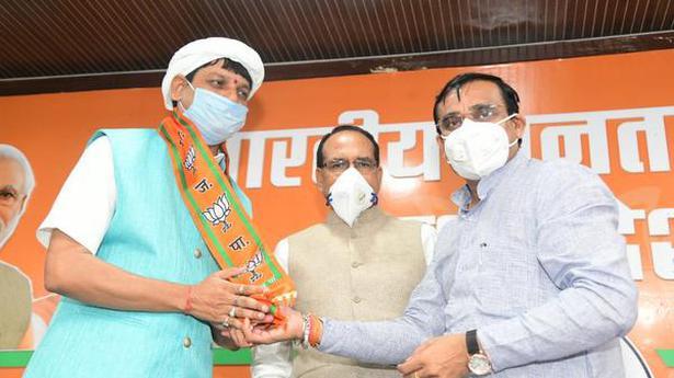 Photo of Madhya Pradesh MLA Kunwar Pradyumna Singh Lodhi quits Congress, joins BJP