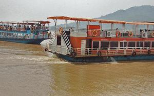 Boat could be stuck in the Godavari deeper than Sonar's 100-metre limit