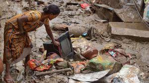 Vijayawada's flood-hit slowly start heading to their homes