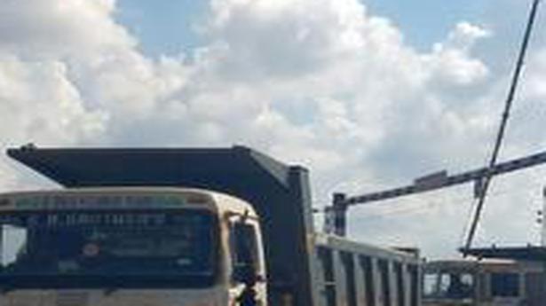 Unloading of iron ore at Somulapuram opposed