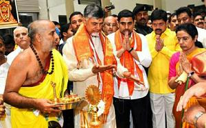 Govt. failed on all fronts: Naidu