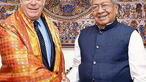 US Consul General meets Governor, CM