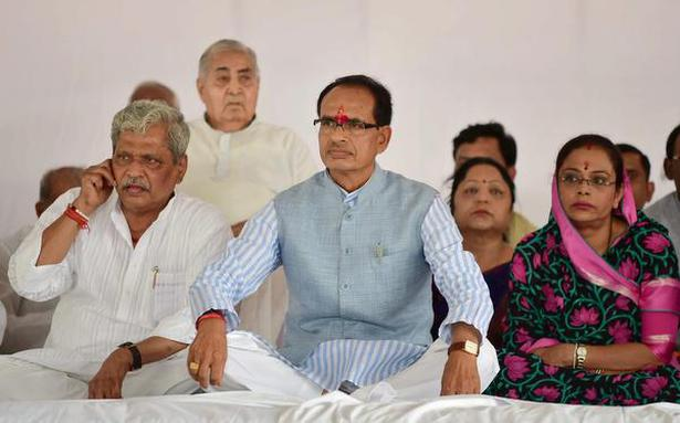 Deceased farmers' relatives urge Chauhan to call off fast: M.P. BJP chief