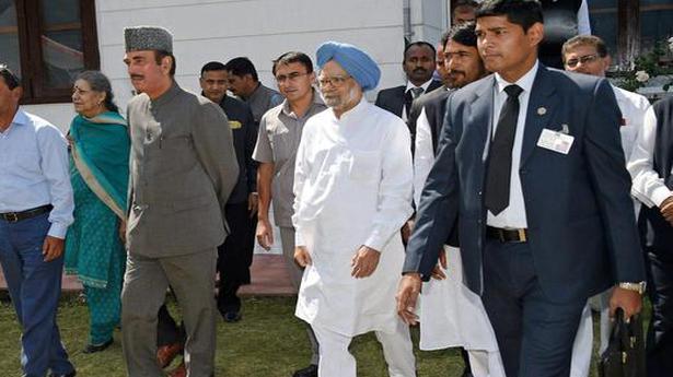 Manmohan panel asked to 'help resolve Kashmir row'