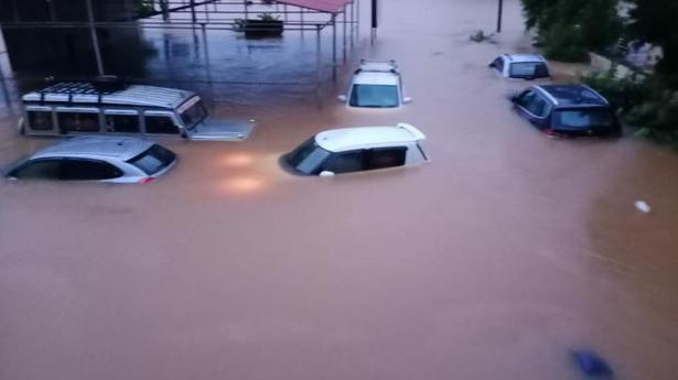 Heavy rains continue to lash Karnataka's coastal belt, 3 fishing boats capsize in Udupi