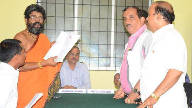 Shiroor vidente archivos de los papeles de nominación como candidato Independiente en ... - El Hindú 1