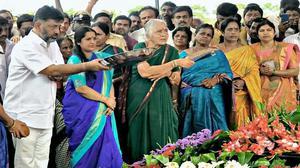 BJP, Siddaramaiah indulge in Twitter war over DKS holding JD(S) flag