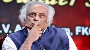 Congress, BJP spar over Shah's Hindi Divas tweet