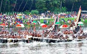 Aranmula sees frenzied fight of 52 snakeboats