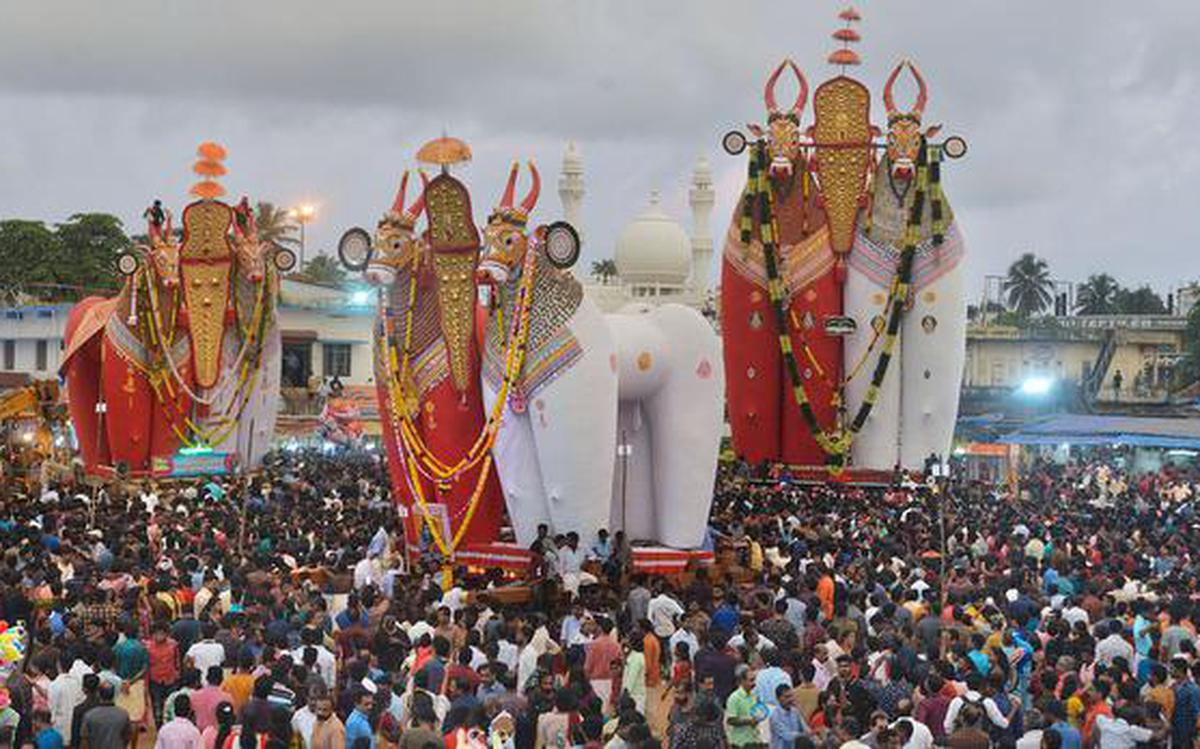 Thousands witness car festival with biggest bull effigies in Asia - The  Hindu