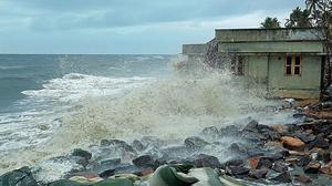 Sea batters Alappuzha coast