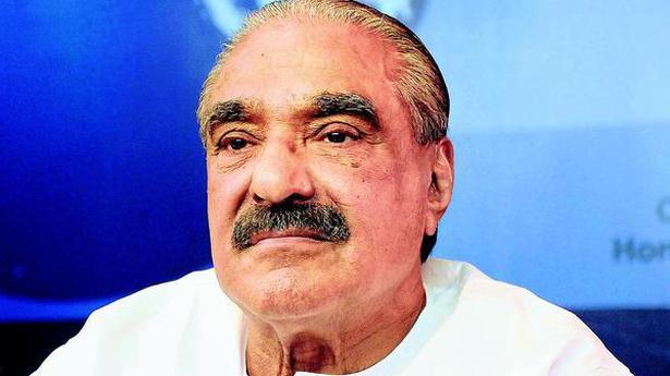 Kerala Opposition leader backs K.M. Mani in bar licence bribery case