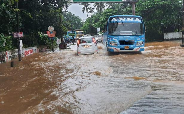 Kerala rain | Red alert in 5 districts as heavy downpour continues