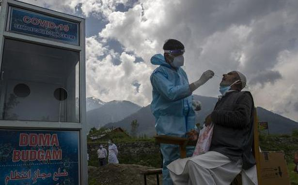 Coronavirus live updates | J&K to resume vaccination on 'war footing' from May 19