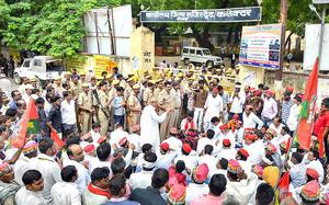 SP workers protest against BJP govt. in U.P.