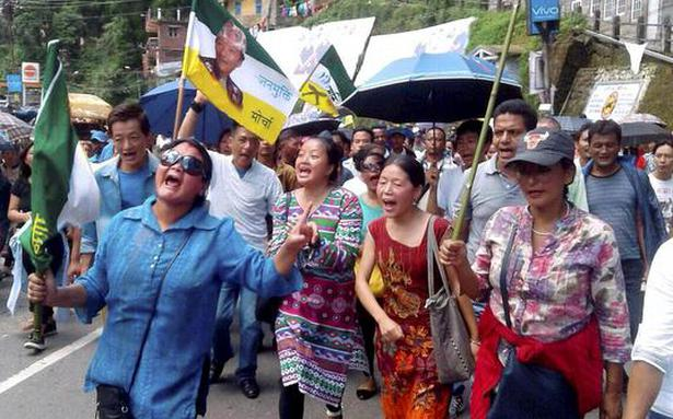 Rally seeks restoration of Internet services in Darjeeling