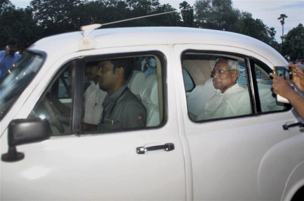 Nitish Kumar arrives at the Raj Bhavan in Patna on July 26, 2017 ahead of tendering his resignation to Governor K.N. Tripathi.   Photo Credit: PTI