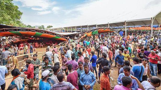 Tent collapse: case against BJP, decorator