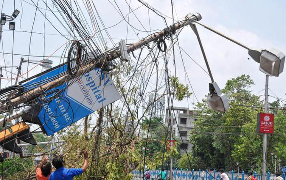 Amphan aftermath: Kolkata continues to struggle without power and water supply - The Hindu