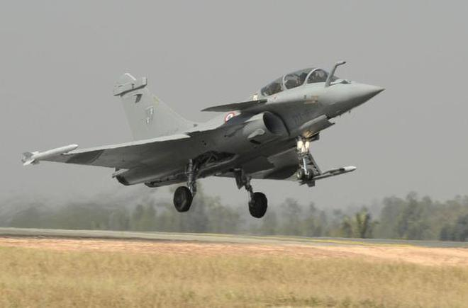 Defence Minsiter Rajnath Singh likely to fly in Indian Rafale on October 8