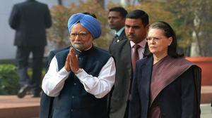 Sonia Gandhi, Manmohan Singh visit P. Chidambaram in Tihar jail