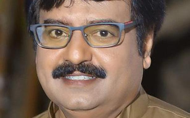 COVID-19 vaccine did not cause actor Vivekh's death: panel