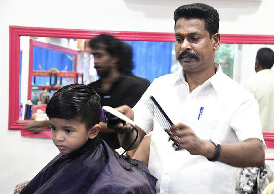Madurai hairdresser comes in for high praise from PM - The Hindu