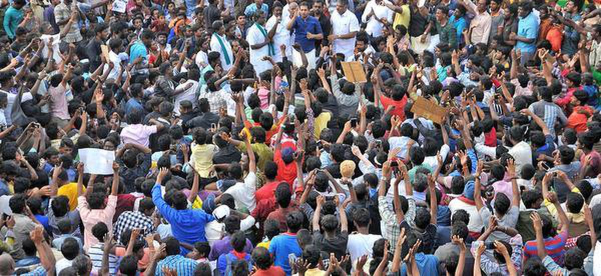 Police, protesters lock horns at Alanganallur