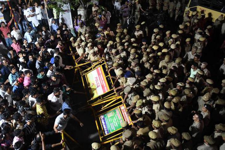 https://th.thgim.com/news/national/tamil-nadu/u5m1i/article30824216.ece/alternates/FREE_730/CAA-Chennai-protest