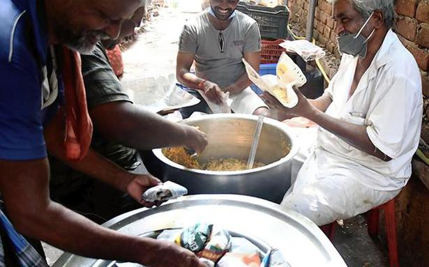 25 years on, tea stall owner serves food for ₹5