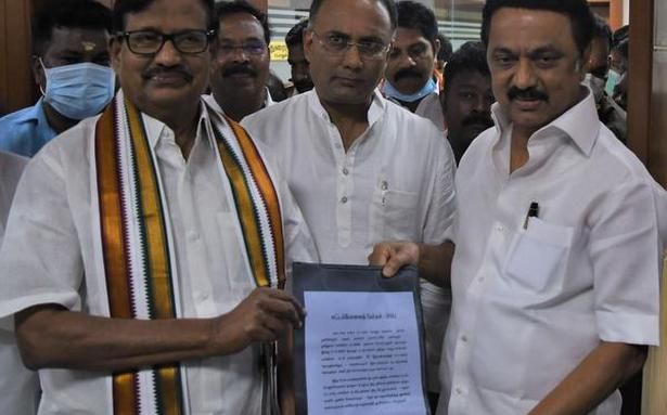 TN Assembly Elections | Congress signs pact with DMK for 25 seats