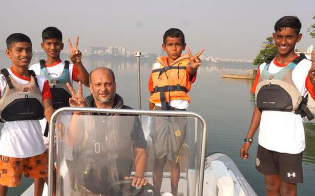 Four young TS sailors grab Army's attention