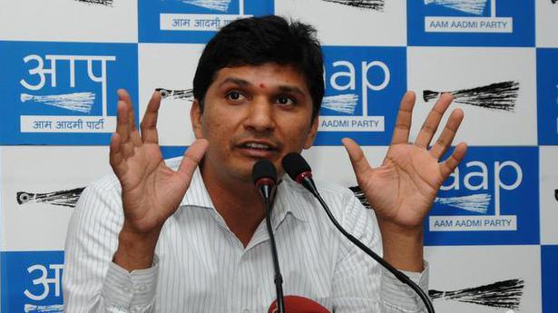 AAP का आरोप है कि BJP ने मनीष सिसोदिया के घर पर हमला किया