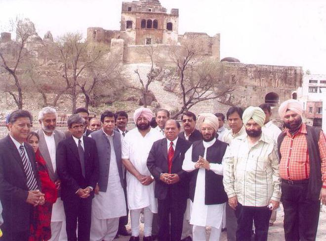 Capt. Amarinder Singh's visit to Katas Raj in Chakwal district of Pakistani Punjab. | Archive image