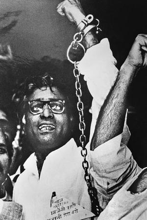 Former Minister George Fernandes being arrested during the Emergency period.