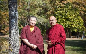 Rival Tibetan monks meet in France