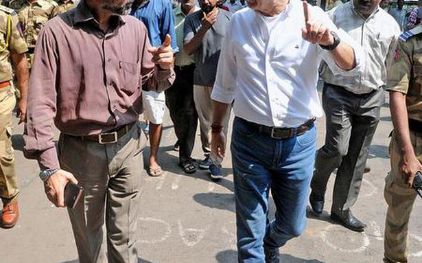 FTII chairman makes surprise visit