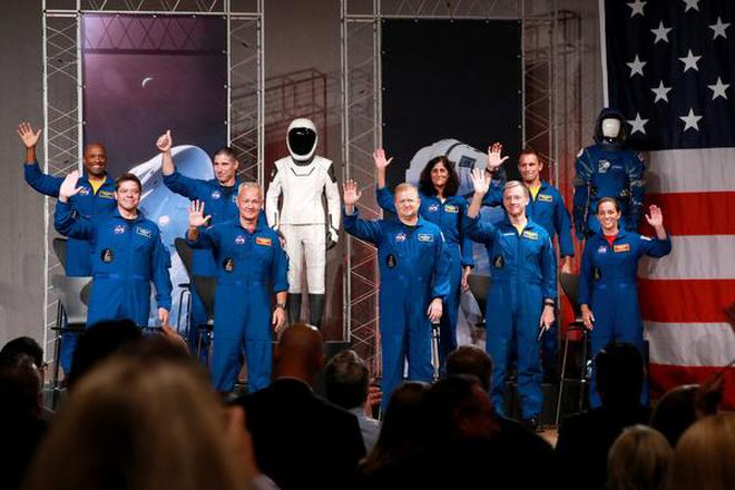 Nasa Names Sunita Williams 8 Others For First Space Flights On