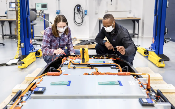 Ford announces new lab to develop lithium-ion, solid-state vehicle batteries