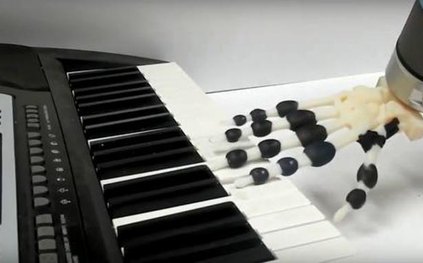 New 3D-printed robot hand plays piano