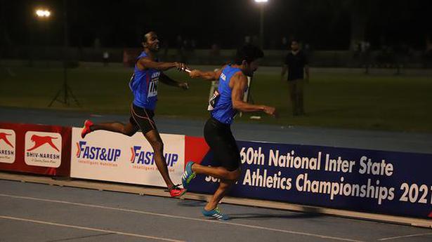 Men's 4x400m quartet sets meet record
