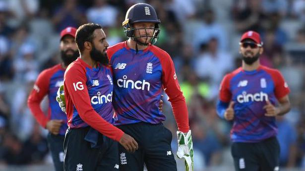 England takes Twenty20 series, beats Pakistan by 3 wickets