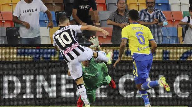 Juve stumbles, Roma wins