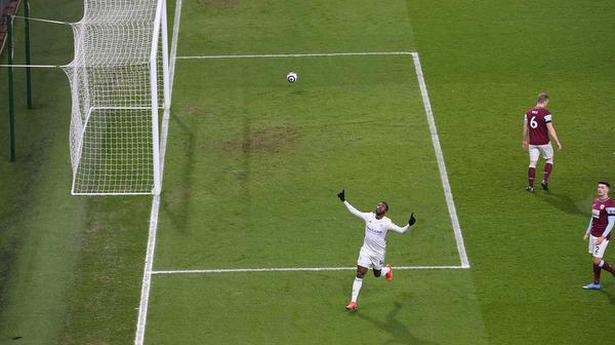 United, Leicester stumble again