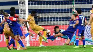 Mumbai stops Bengaluru's unbeaten run in Indian Super League