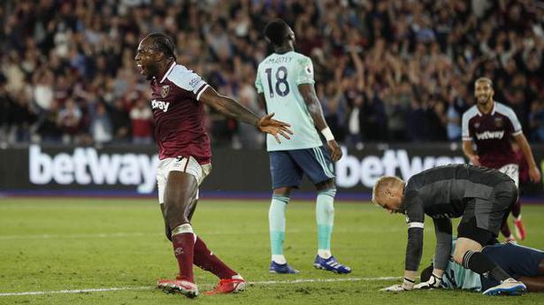 Antonio double puts West Ham on top