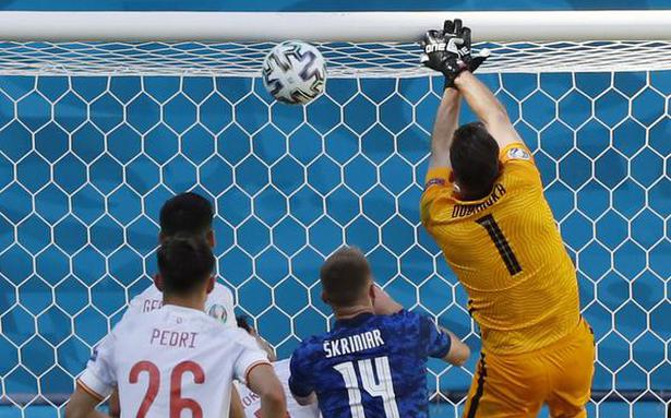 Euro 2020 | Bizarre own-goal helps Spain advance to last 16