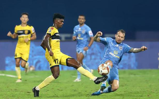 ISL | Gritty Hyderabad holds Mumbai to a goalless draw